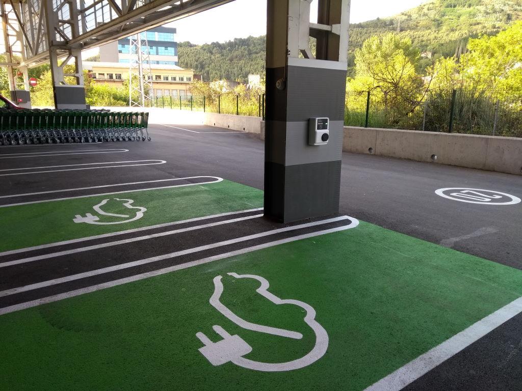 Nuevos puntos de recarga para coches eléctricos en Mercadona