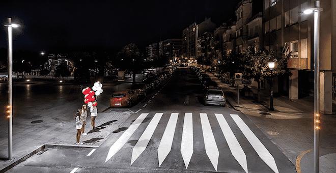 Sistema económico para mejorar la iluminación de los pasos de peatones