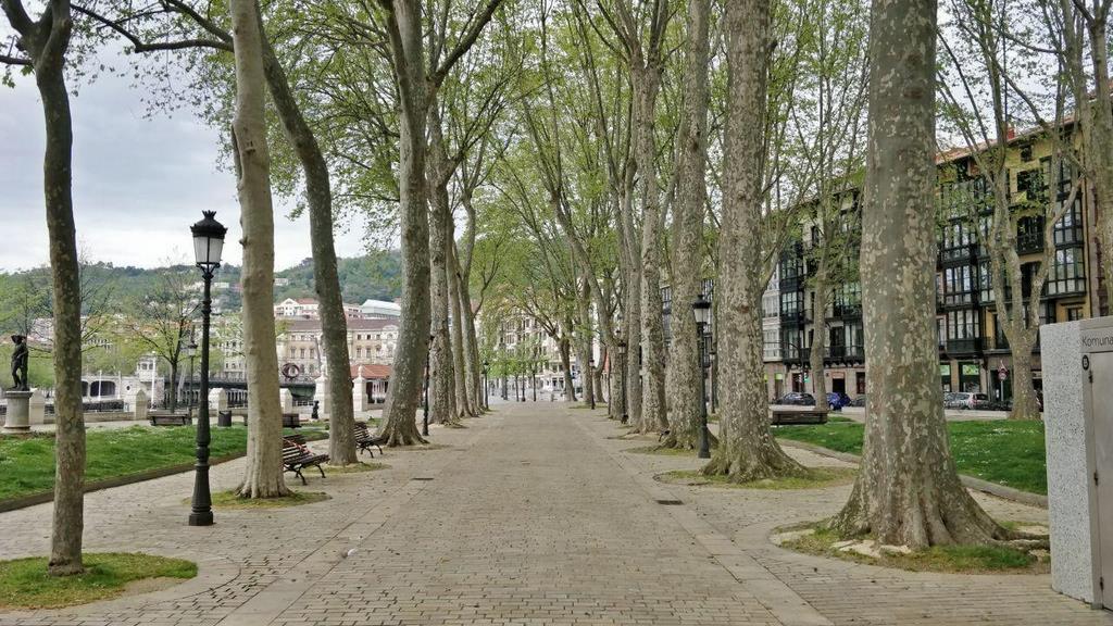 Fotos de un Bilbao vaciado por el estado de alarma