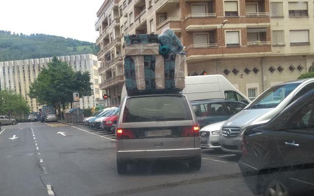 Carga excesiva y sancionable en la baca del coche