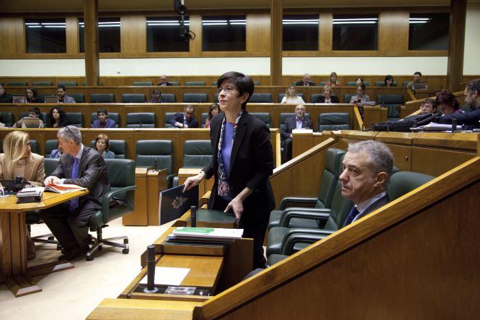 Estefania Beltrán de Heredia en pleno Parlamento Vasco